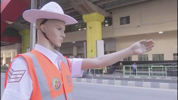 Indian Police Are Dressing Up Mannequins as Traffic Cops to Fool Drivers into Slowing Down