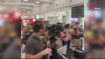U.S. firefighters greeted with applause in Australia