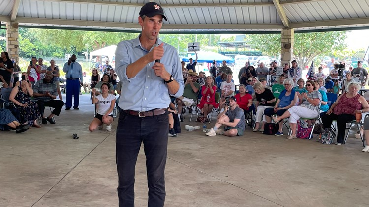 Beto O'Rourke talks voter suppression, confronts opponents at Brenham town hall