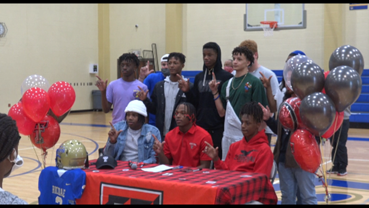 Rockdale running back Cam'Ron Valdez signs with Texas Tech