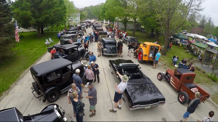 Town with 2-block main street holds parade that doesn't move